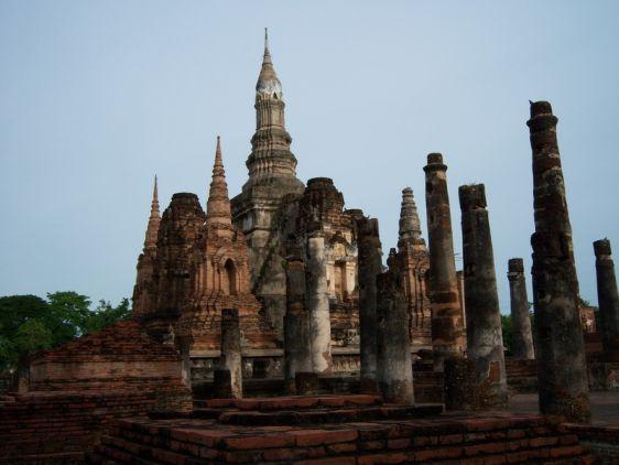 Руины в историческом парке Сукхотай, сохранившиеся до наших дней