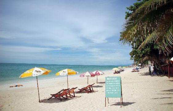 Август - отличный месяц для отдыха на Самуи, когда погода ясная, море теплое, а дожди если и бывают, то быстро проходят