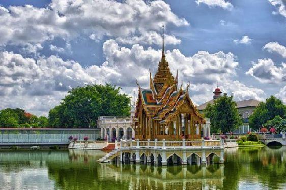 Банг Паинь, сооружённый королём Сиама Рама V, являет собой бесценный памятник тайской архитектуры