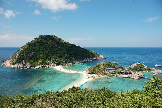 Остров Ко Тао получил своё название за сходство своими очертаниями с черепахой, это отличное место для наслаждения нетронутой природой и погружений с аквалангом