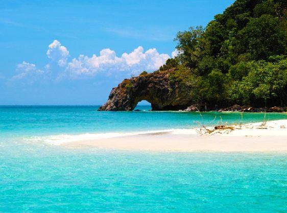 Изумрудная зелень, бирюзовые воды, ослепительно белый песок, гипнотический аромат экзотический цветов - настоящий затерянный рай под названием Ко Чанг
