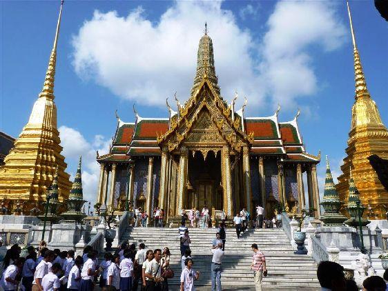 Большой Королевский Дворец - это огромный комплекс храмов и административных сооружений, занимающий собой 200.000 м²