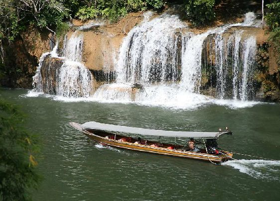 Тур по реке Квай рассчитан на два дня, за это время вы почувствуете себя настоящими первопроходцами