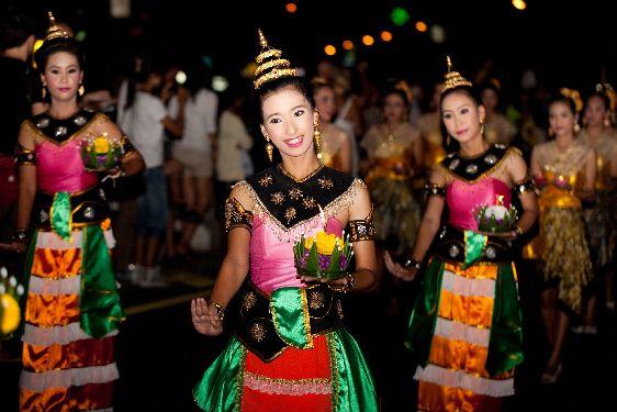 В Чианг Май Вы всегда сможете насладиться местной кухней, национальной музыкой, ну и конечно народными танцами!