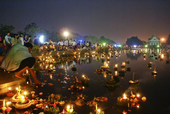 Лои Кратонг - один из самых любимых туристами праздников