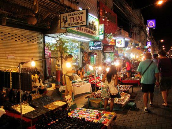 На рынках можно как прикупить что-нибудь себе, так и в подарок друзьями и близким!