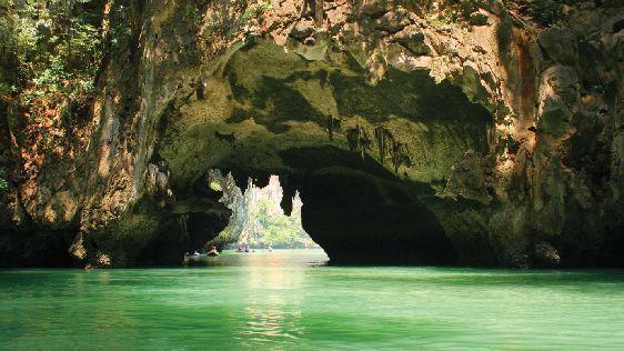 Краби притягивает туристов прежде всего удивительными природными памятниками и живописными пейзажами