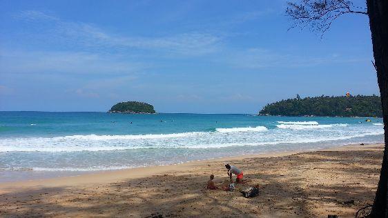 Утром на пляже не слишком жарко, и солнце не такое активное