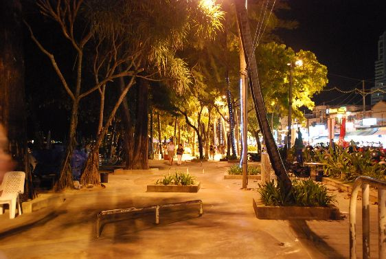 Вечерняя набережная в Патонге