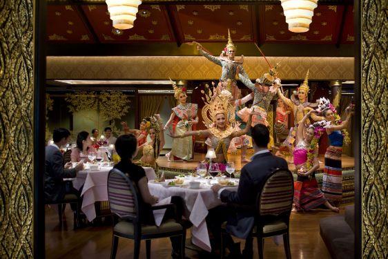 Стоимость еды в заведениях в Бангкоке во многом зависит от интерьера: так близкая по качеству еда может стоит совершенно разных денег на улицы, или в богатом ресторане