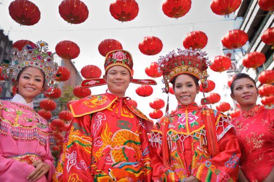 На Китайский новый год по традиции одеваются в красные цвета