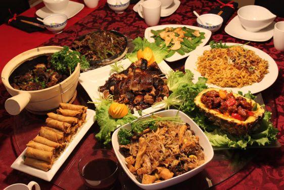 Семейный обед на Китайский Новый год обычно состоит минимум из 10 различных блюд