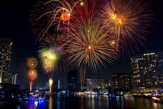 На Новый год в Паттайе Вы увидите великолепный салют!