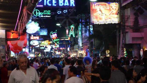 Паттайя - необычный курорт: здесь шумно и людно, поэтому такой отдых подойдет не для всех