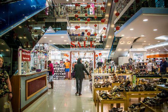 Сделайте себе и Вашим близким подарок - пройдитесь по Новогодним магазинам!