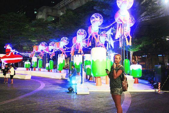 Кафе, бары и другие заведения организуют новогодние вечеринки со всевозможными шоу и дискотеками