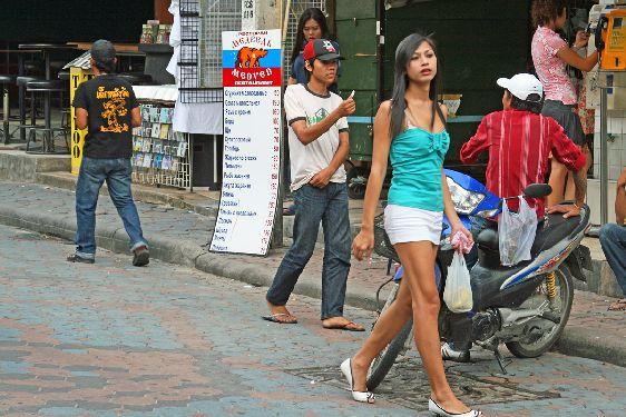 Паттайя - относительно большой город (более 100.000), поэтому и люди здесь не столько приветливы как в небольших тайских городках