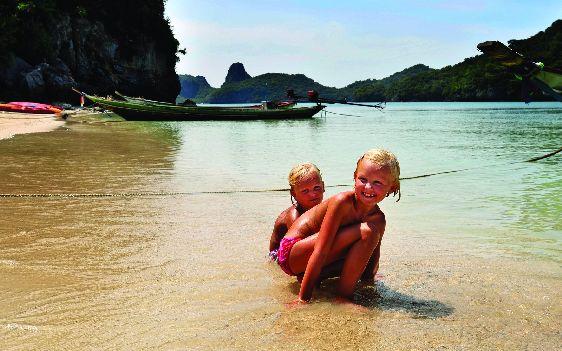 Если хотите спокойного безмятежного отдыха у океана - езжайте лучше на один из островов, например, на Пхукет!