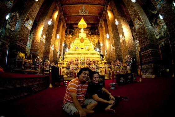 Как правило фотографироваться в храмах Таиланда не запрещено, но лучше уточнить!