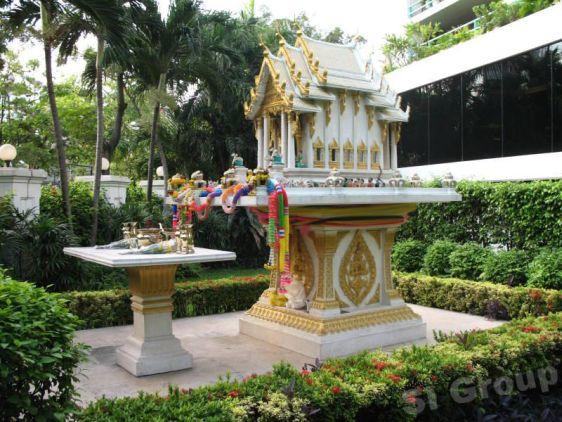 В Таиланде есть множество примет и суеверий, как, например, традиции строить небольшие домики, чтобы угождать духам
