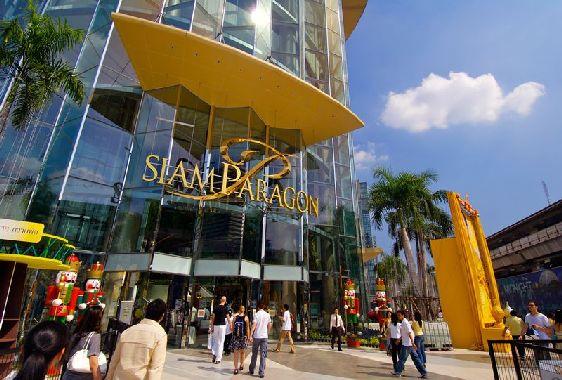 Район Сиам известен своими огромными торговыми центрами, а Central World является самым большим во всей Юго-восточной Азии