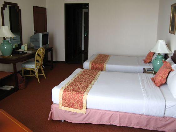 Кондо-отели, они же многоквартирные дома, где квартиры чаще всего студии —  комната с душем и туалетом